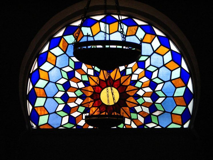 A round stained glass window in the wall of the cathedral.