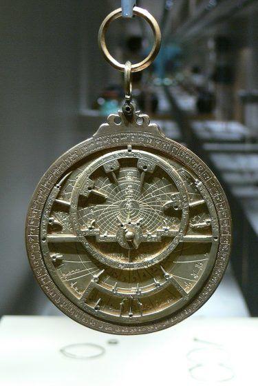 A circular decive with Arabic inscriptions.